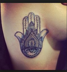 Hamsa.. lowkey obsessed with this symbol & love the placement