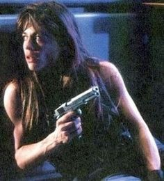 Linda Hamilton-Terminator 2 - I think she's my fitness idol (from this movie anyway) - look at those arms! King Kong, Terminator Movies, Linda Hamilton Terminator 2, Kyle Reese, Hunter Movie, John Connor, Life Of Walter Mitty, Avengers Team, Movies