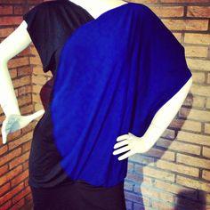 Vestito Peut-être in jersey nero e blu.. Puó essere utilizzato anche come maxi maglia