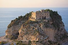 PINTEREST.COM./CASTLES OF ITALY | castles, palaces, temples, beautiful or unusual buildings / Vibo ...