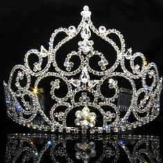 Sweet 16 Party Decorations, Sweet 16 Themes, Quince Decorations, 16th Birthday Outfit, Birthday Tiara, 15th Birthday, Quinceanera Tiaras, Quinceanera Decorations, Quinceanera Hairstyles