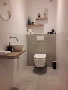 Small Toilet Room, Guest Toilet, Downstairs Toilet, Small Bathroom, Interior Design Toilet, Home Interior Design, Toilet Closet, Kitchen Ornaments, Kitchen Lamps