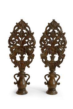 Par de palmas em madeira entalhada, feito no Brasil. Séc. XVIII.