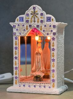 DIY Mary Altar for my garden - I can't wait to do this one in concrete - add mosaic, maybe shells. Arts And Crafts, Paper Crafts, Diy Crafts, Faith Crafts, Prayer Corner, Home Altar, Chapelle, Assemblage Art, Mexican Art