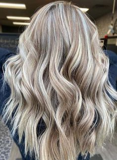 Champagne Highlights of Blonde Hair Colors You Must Try Nowadays | Voguetypes