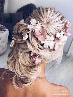 Loving this beautiful updo with flowers! Elstiles long wedding hairstyles for bride #weddinghairstyles  PINTEREST: @eva_darling