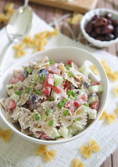 Greek pasta salad - Running to the Kitchen Substitute Greek yogurt for vegan mayo or homemade vegan ranch dressing. Pasta Salad For Kids, Easy Pasta Salad Recipe, Greek Salad Pasta, Easy Salad Recipes, Soup And Salad, Vegetarian Recipes, Cooking Recipes, Healthy Recipes, Lunch Recipes