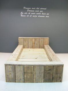 NIEUW 1- Eenpersoonsbed blok bed steigerhout (15620121424BLO)