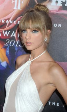 Taylor Swift Blonde Straight with Bangs Long Natural Human Hair Wigs Hot in 2020 Taylor Swift Hot, Style Taylor Swift, Red Taylor, Taylor Swift Makeup, Swift 3, Beauté Blonde, Taylor Swift Pictures, Celebs, Celebrities