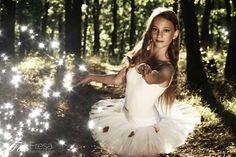 S baletkou v lese.