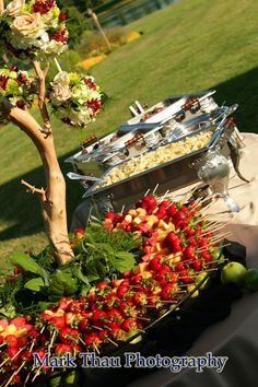 16 new ideas wedding food stations appetizers fruit displays Catering Buffet, Catering Display, Catering Ideas, Buffets, Fingers Food, Wedding Food Stations, Fruit Displays, Buffet Displays, Fruit Arrangements