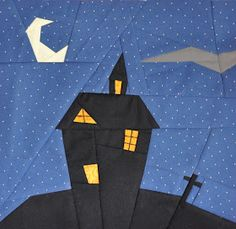 Quilt Inspiration: Free Pattern Day: Halloween Halloween Quilt Patterns, Halloween Quilts, Halloween Haunted Houses, Halloween Blocks, Fall Patterns, Halloween Displays, Halloween Fabric, House Quilt Block, House Quilts