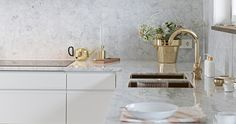 Skultuna - Haus How to Crafts Marble Kitchen Interior, Gold Kitchen, Kitchen Decor, Kitchen Design, Kitchen Grey, Kitchen Modern, Classical Kitchen, Home Design Decor, Home Decor
