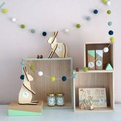 Set van 3 presentatieboxen Deze set van presentatieboxen in hout heeft volgende afmetingen: Groot: 28*28*12 (BxHxD)Medium: 21*21*11,5(BxHxD)Klein: 15*15*13(BxHxD)