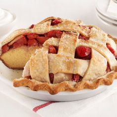 Strawberry Pie Cake : This best-of-both-worlds dessert combines the looks of pie with the portability of cake. For extra transport ease, bake it in an aluminum pie tin so there's nothing to bring home afterward. via Food Network Köstliche Desserts, Summer Desserts, Delicious Desserts, Dessert Recipes, Picnic Desserts, Unique Desserts, Food Cakes, Cupcake Cakes, Cupcakes