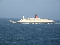 """apostlesofmercy: """"Cunard's much loved ocean liner cuts through Atlantic swells on her penultimate westward crossing, escorting Queen Victoria to her New York debut - 8 January """" Rms Queen Elizabeth, Queen Mary, Cunard Ships, American Cruises, Carnival Corporation, Carnival Cruise Ships, Floating Hotel, Rough Seas, Merchant Marine"""
