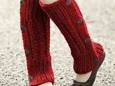 Ravelry: Daisy Rib Buttoned Legwarmers pattern by Sarahlois Wilson Crochet Leg Warmers, Arm Warmers, Knit Crochet, Crochet Boots, Thigh High Leg Warmers, Loom Hats, Take Off Your Shoes, Lace Socks, Boot Cuffs