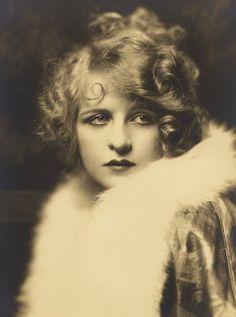Ziegfeld gir Myrna Darby 1920s photo I love everything about her!