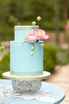 LOVE the simple yet unique design of this aqua wedding cake!