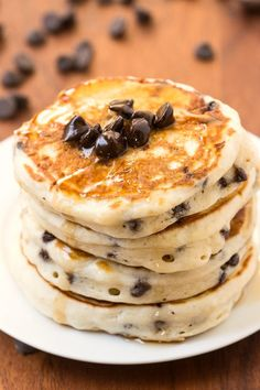 Healthy+Thick+and+Fluffy+Low+Carb+Pancakes+with+chocolate+chips-+Packed+with+protein+but+with+NO+protein+powder-+Low+calorie+too!+{vegan,+gluten+free,+paleo+recipe}-+thebigmansworld.com