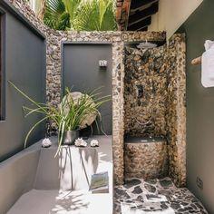 Outdoor Bathtub, Outdoor Bathrooms, Clean Up Day, Unique Vacations, Outside Patio, Luxury Services, Loft Room, Lush Garden, Clawfoot Bathtub