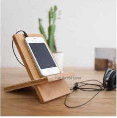 When you want to enjoy impressions through your cellphone or smartphone comfortably, the thing we need most is a fitting holder or buffer. Wood Ipad Stand, Wood Phone Stand, Iphone Stand, Cell Phone Stand, Cell Phone Holder, Summer Camp Crafts, Camping Crafts, Wooden Phone Holder, Cardboard Crafts