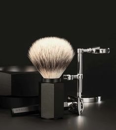 The new MUHLE Series, Hexagon has just been awarded the prestigious Red Dot Design Award. This Shaving Set Series is the result of the collaboration with renowned product designer Mark Braun. Contemporary shaving implements, that are eye-catching, ergonom Shaving Set, Shaving Brush, Men Shaving, Beard Grooming Kits, Head Stand, Red Dot Design, Best Pens, Safety Razor