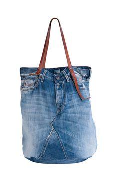Big bombé vintage denim tote bag X cm) with leather handles Denim. Denim Handbags, Denim Tote Bags, Denim Purse, Diy Jeans, Jean Diy, Diy Sac, Denim Ideas, Recycled Denim, Big Bags