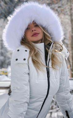 Winter Hats, Winter Jackets, Puffy Jacket, Cummins, Fashion Shoot, Canada Goose Jackets, Hoodies, Sexy, Women