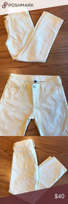 Banana Republic Yellow Pants Pale yellow jeans from Banana Republic.  Size is 27 Petite. Inseam 25 inches.  These are in great shape, just don't fit anymore. Great for spring or Easter. Banana Republic Jeans