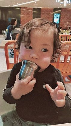 Gun hoo my bebe Cute Asian Babies, Korean Babies, Cute Babies, Superman Wallpaper, Bear Wallpaper, Couple With Baby, Superman Kids, Baby Park, My Bebe