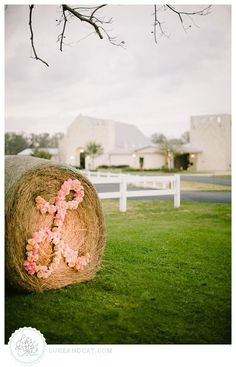 A little spray paint (my secret weapon) and lots of flowers! Result: one gorgeous hay stack!   Petals by Design (Laura)