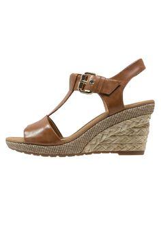 3094cd073f27 22 beste afbeeldingen van Shoes - Loafers   slip ons