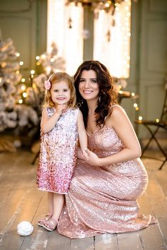 Christmas Portraits, Family Portraits, Mommy And Me Photo Shoot, Holiday Pictures, New Year 2020, Bridesmaid Dresses, Wedding Dresses, Photo Poses, Family Photography