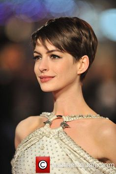 Anne Hathaway at the 2012 London premiere of Les Miserables #ShortHair #AnneHathaway