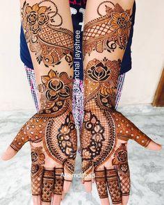engagement henna // by @jayshree_mahendi_designer_ . . . #henna #mehndi #whitehenna #wakeupandmakeup #zentangle #boho #monakattan #flowers #hennadesign #tattoo #girlyhenna #art #inspo #hennainspo #hennaart #photooftheday #mendhi #hennaartist #hennatattoo #naturalhenna #bridalhenna #7enna #doodle #art #mandala #trendsandco #beauty #love #feather