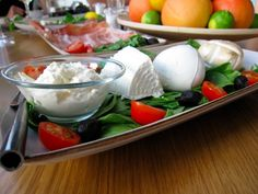 Obika Mozzarella Bar in Rome. I could eat breakfast, lunch and dinner here. They have now opened one in New York City and LA! Location: Rome, New York, LA. Lunches And Dinners, Great Recipes, Favorite Recipes, Eat Breakfast, Mozzarella, Cooking Recipes, Guilty Pleasure, Health, Restaurants