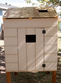 The REAL Housewives of Riverton: Build Your Own Chicken Coop - A story of chickens Backyard Chicken Coop Plans, Chicken Coop Pallets, Easy Chicken Coop, Chicken Runs, Chickens Backyard, Small Chicken Coops, Chicken Coop Designs, Building A Chicken Run, Small Backyard Design