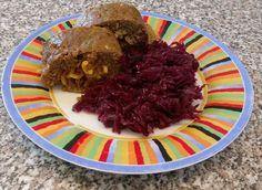 Neues aus der Feldküche: mit Nudeln gefüllte Hackfleisch-Rolle.  Rekrut nehmen Sie folgende Ausrüstung mit: - 500g Hackfleisch - 3 Snack Paprika (zwei rote eine gelbe) - 2 Lauchzwiebeln - Ingwer - 100g Gabelspaghetti - Rinderbrühe - Salz - Pfeffer (schwarz) - Paprika (rosenscharf) - Basilikum - Chilli-Pulver oder frisch zerkleinerte Chillis - Würzsauce nach wahl (z.B. Mississippi Sweet Apple)  Hier ist Ihr Einsatzplan:  Zuerst kochen Sie die Nudeln in der Brühe weich achten Sie auf die…