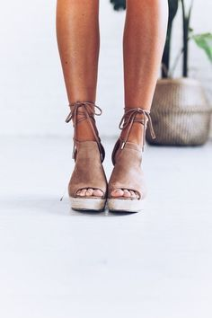 tan wrap up wedges