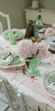 Shabby chic dining with jadeite