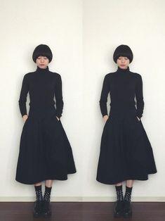 オールブラックコーデに水玉ソックスを取り入れて、シックな雰囲気にかわいらしさをプラス。 Basic Colors, Her Style, Love Her, Fashion Beauty, High Neck Dress, How To Wear, Hair, Outfits, Black