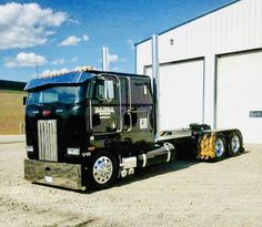 show trucks custom big rigs \ show trucks custom big rigs + show trucks custom big rigs peterbilt 379 + show trucks custom big rigs photo galleries + semi show trucks custom big rigs Show Trucks, Big Rig Trucks, Old Trucks, Custom Big Rigs, Custom Trucks, Diesel Cars, Diesel Trucks, Trailers, Truck Bed Camping