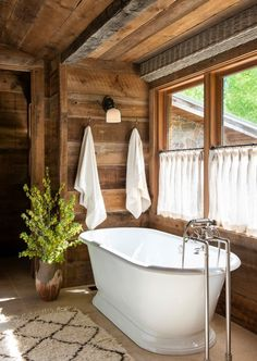 Rustic Bathroom with Rough Hewn Paneling and Standalone Tub Cottage Farmhouse, Country Farmhouse Decor, Country Living, Farmhouse Style, Bathroom Interior, Bathroom Ideas, Stand Alone Tub, Attic Spaces, Town And Country