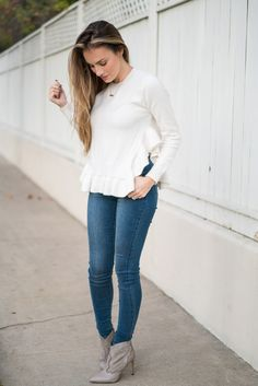 Ruffled sweater and high waist jeans. #HelloGorgeous