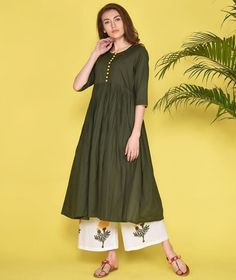 Detailed with yellowish golden buttons. Paired with printed plazo. Simple Kurta Designs, Kurti Neck Designs, Kurti Designs Party Wear, Kurtis With Plazo, Frock Style Kurti, Plazo Kurti, Simple Kurtis, Printed Kurti Designs, New Dress Pattern