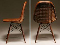 Nr. 71 Design stoelen top 100 Voor de serie van DK-stoelen uit 1951 gebruikte het beroemde Amerikaanse designers echtpaar Charles & Ray Eames dezelfde onderstellen en vormen als bij hun Plastic Shell Group uit 1948. In plaats van plexiglas gebruikte ze alleen een kuip van stalen gaas. Ook de zijkant van de zitting is gemaakt Read More →