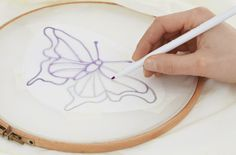 Paper Embroidery Patterns Learn seven common methods for marking or transferring embroidery patterns to different types of fabric. - Learn seven common methods for marking or transferring embroidery patterns to different types of fabric. Japanese Embroidery, Learn Embroidery, Embroidery Fabric, Hand Embroidery Patterns, Cross Stitch Embroidery, Types Of Embroidery, Embroidery Blanks, Beginner Embroidery, Embroidery Tools