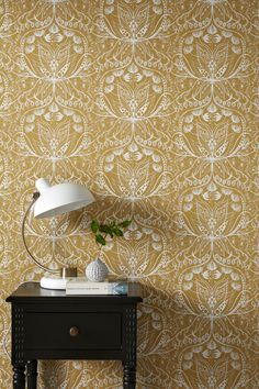 Wallpaper by ellos Tapet Anna-Lisa - Gul - Bolig & indretning - Ellos. Swedish Wallpaper, Bold Wallpaper, Home Interior, Interior Design, Wall Decor, Room Decor, Scandinavian Home, Wall Treatments, Decoration