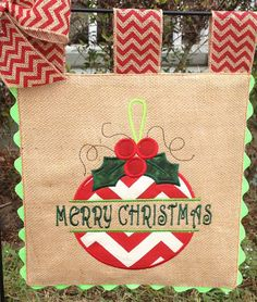 Burlap Garden Flag - Split Ornament- Merry Christmas - Embroidery Applique by sewgoddesscreations on Etsy Burlap Projects, Burlap Crafts, Diy Projects To Try, Fabric Crafts, Christmas Crafts, Christmas Decorations, Christmas Ornaments, Chevron Christmas, Merry Christmas